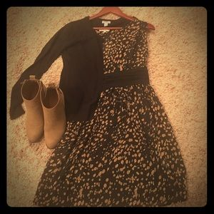 Adorable black dress with tan print!